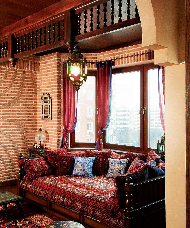 Фото интерьера гостиной квартиры в восточном стиле.