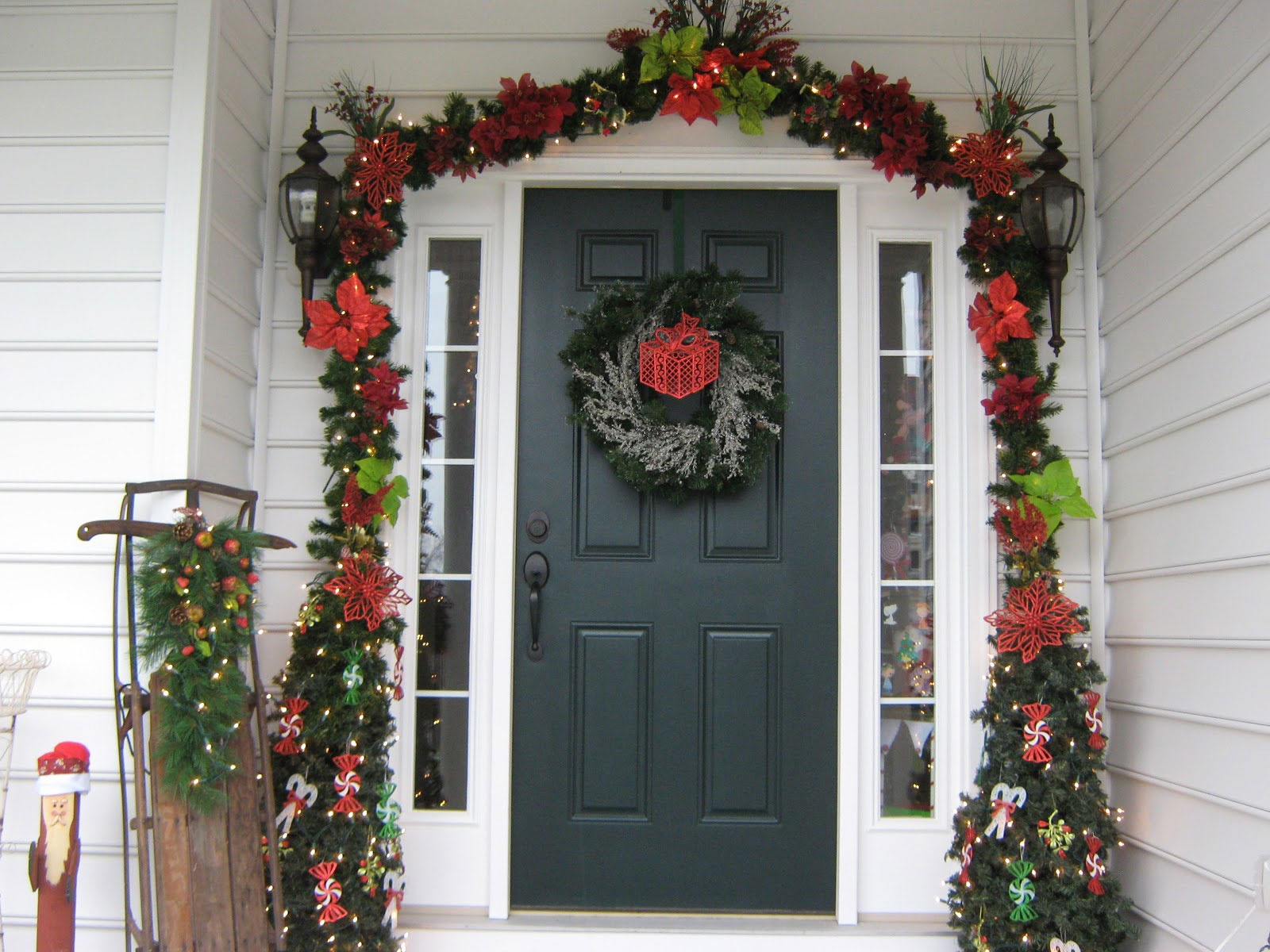 Как украсить фасад дома цветами своими руками