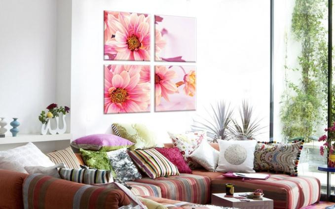 Сюжет и палитра модульных картин должны соответствовать окружающему интерьеру так же четко, как и любой другой яркий акцент.